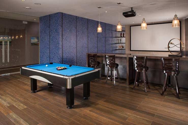 TV Room y Sala de Juegos de UNUO Interiorismo Moderno
