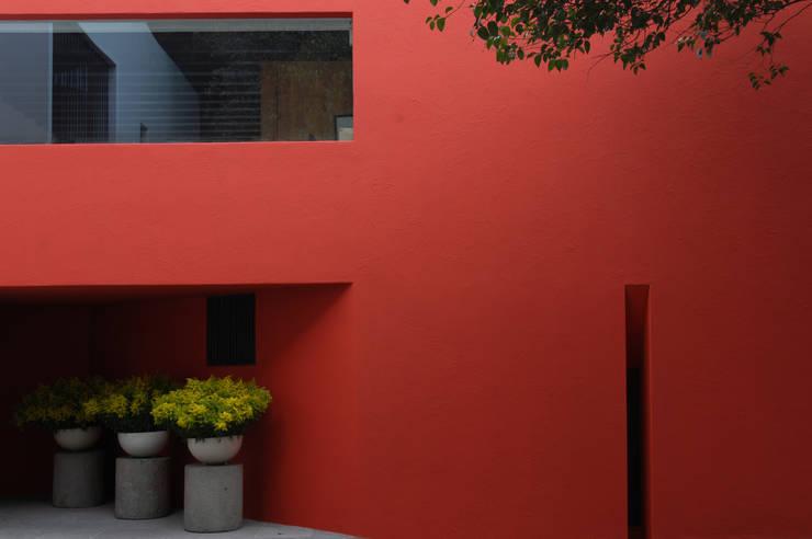 Casa Roja: Casas de estilo  por BOSCO ARQUITECTOS SC