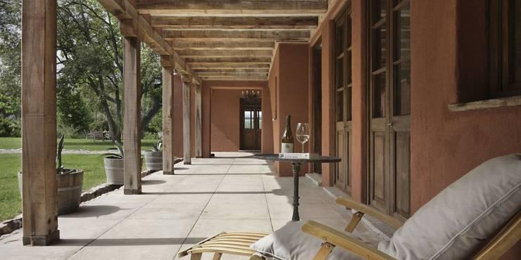 Corredores e halls de entrada  por Bórmida & Yanzón arquitectos