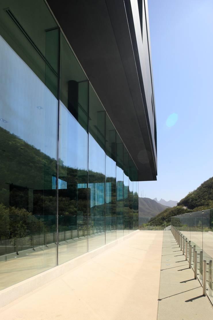 Casa BC: Terrazas de estilo  por GLR Arquitectos