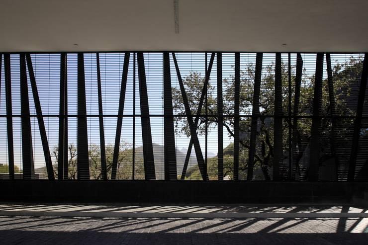 Casa BC: Garajes de estilo  por GLR Arquitectos