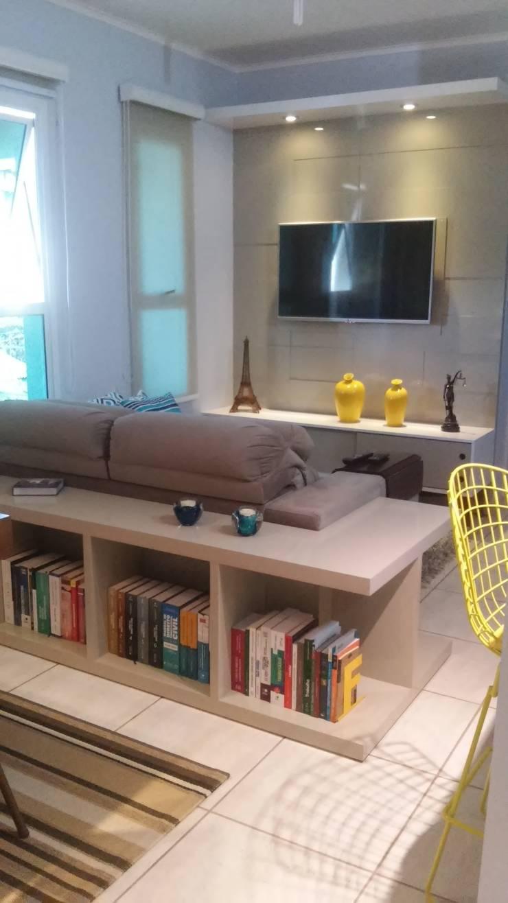 Apartamento: Salas de estar  por Daiana Pasqualon Arquitetura & Lighting,