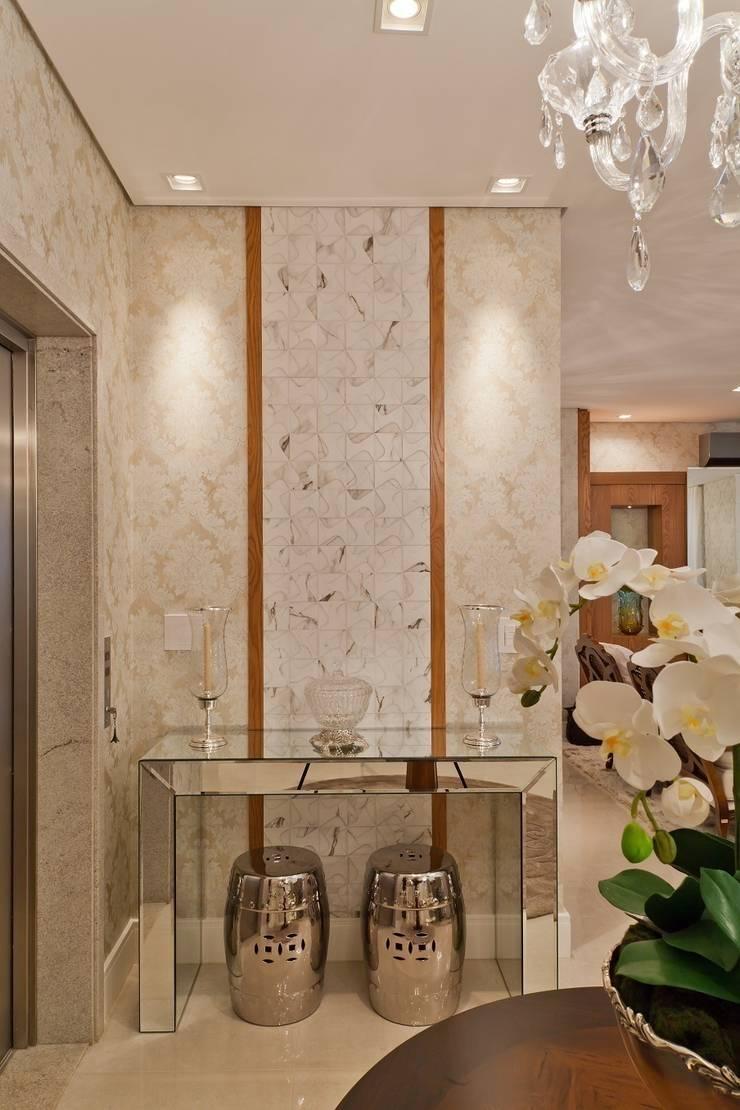 Pasillos y hall de entrada de estilo  por Mariane e Marilda Baptista - Arquitetura & Interiores,