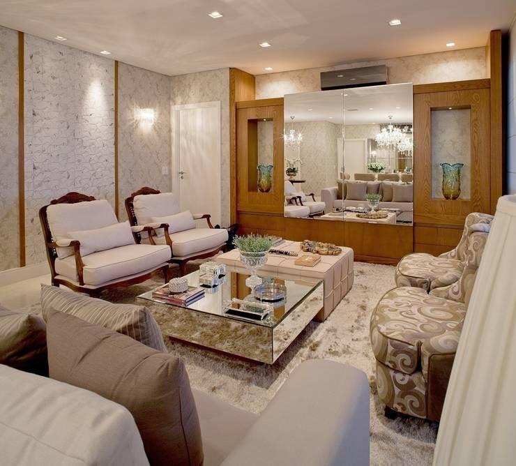 Livings de estilo  por Mariane e Marilda Baptista - Arquitetura & Interiores,
