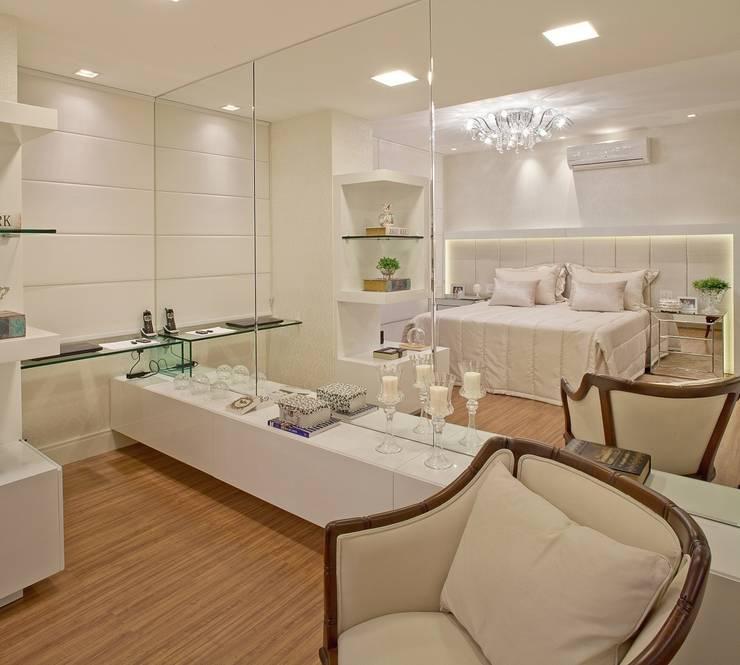 Chambre de style  par Mariane e Marilda Baptista - Arquitetura & Interiores