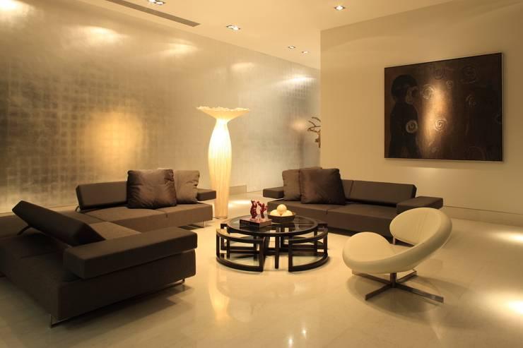 Casa CG Salones modernos de GLR Arquitectos Moderno