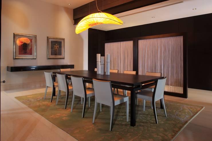 Casa CG Comedores modernos de GLR Arquitectos Moderno