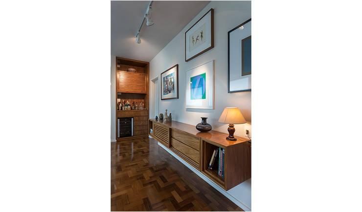 Apartamento Ministro Godói: Corredores e halls de entrada  por Natalia Necco Arquitetura