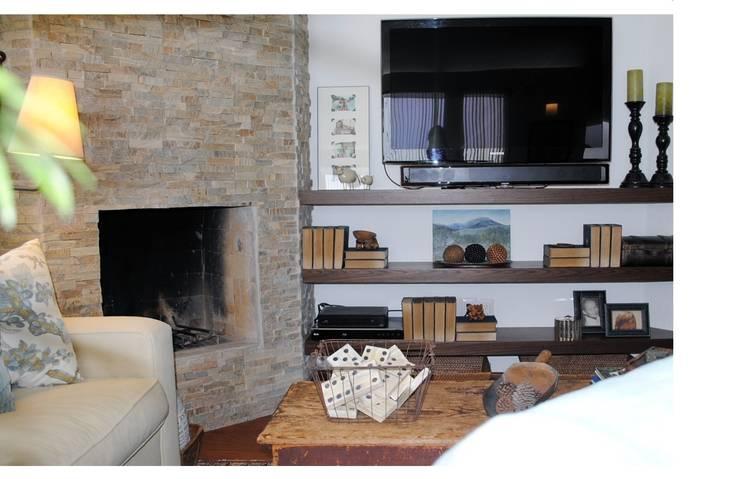 Jaral: Salas multimedia de estilo  por InteriorEs Silvana McColgan
