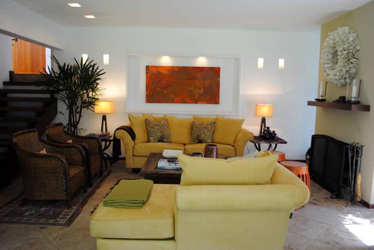 Jaral: Salas de estilo  por InteriorEs Silvana McColgan
