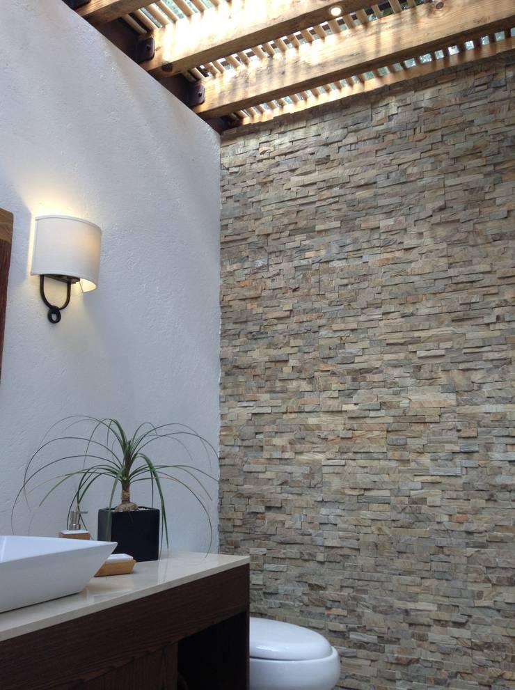 Jaral: Baños de estilo  por InteriorEs Silvana McColgan