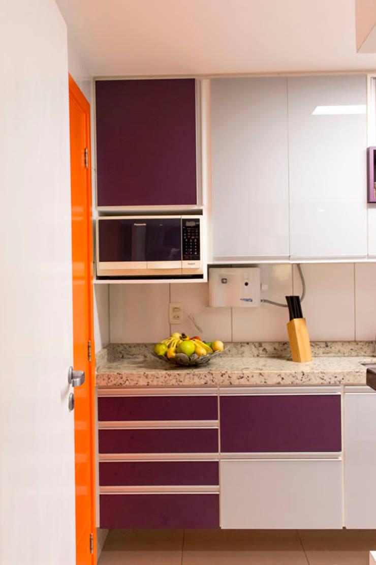 KP 1401: Cozinhas modernas por POCHE ARQUITETURA