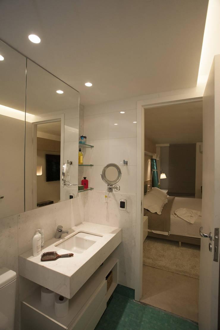 AH 1302: Banheiros modernos por POCHE ARQUITETURA