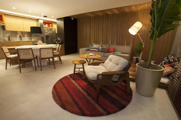 AH 1302: Salas de estar  por POCHE ARQUITETURA