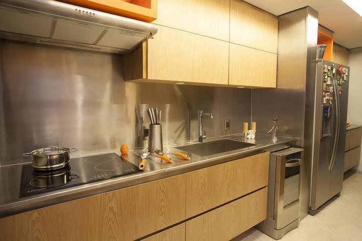 AH 1302: Cozinha  por POCHE ARQUITETURA