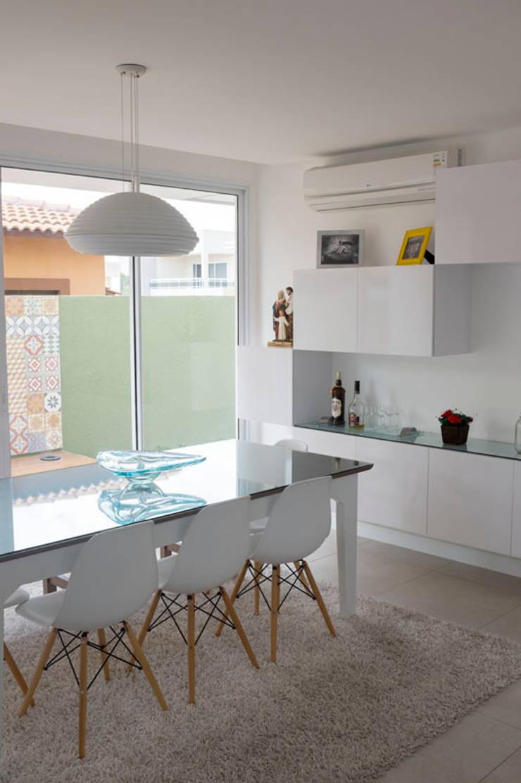 MR Ibiza: Salas de jantar  por POCHE ARQUITETURA