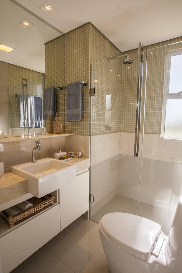 Salle de bains de style  par POCHE ARQUITETURA,
