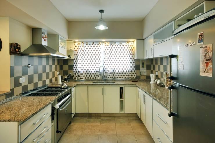 Kitchen by Opra Nova - Arquitectos - Buenos Aires - Zona Oeste