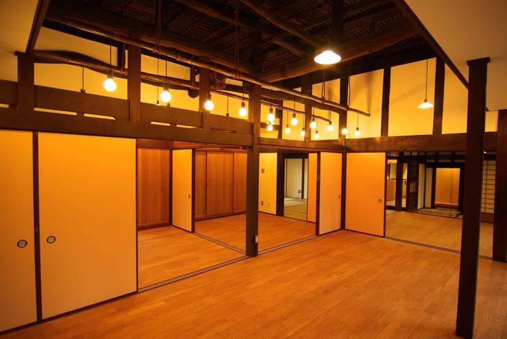 改修後の室内: 石井建築設計事務所が手掛けたです。