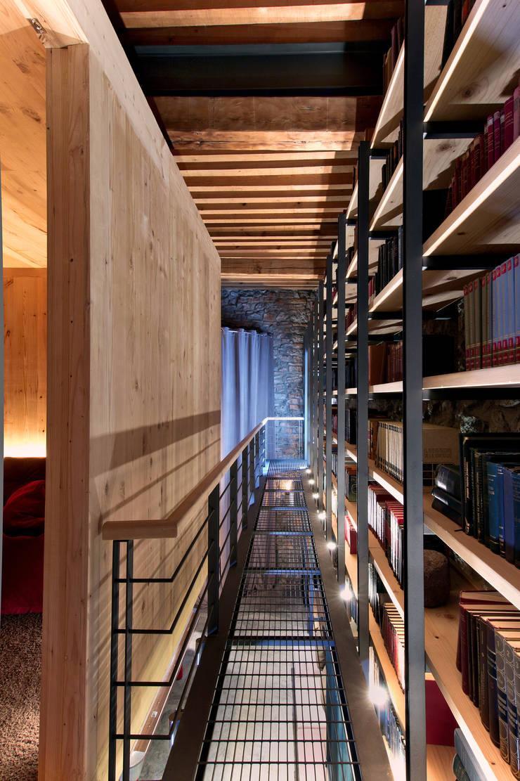 Wine cellar by Weber Arquitectos,