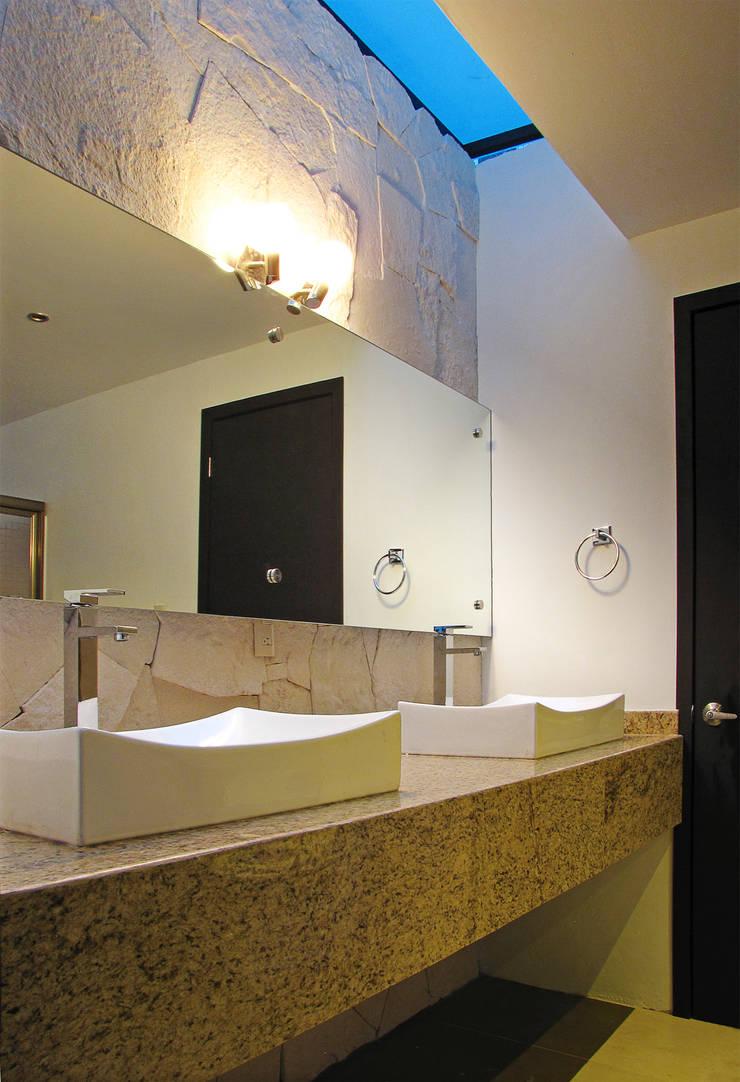 Baño compartido: Baños de estilo  por Estudio Meraki