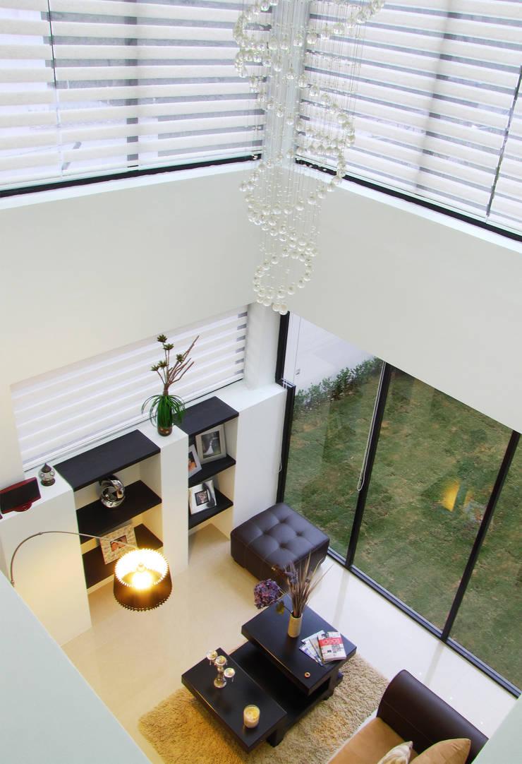 Vista Interior - Doble altura: Salas de estilo  por Estudio Meraki
