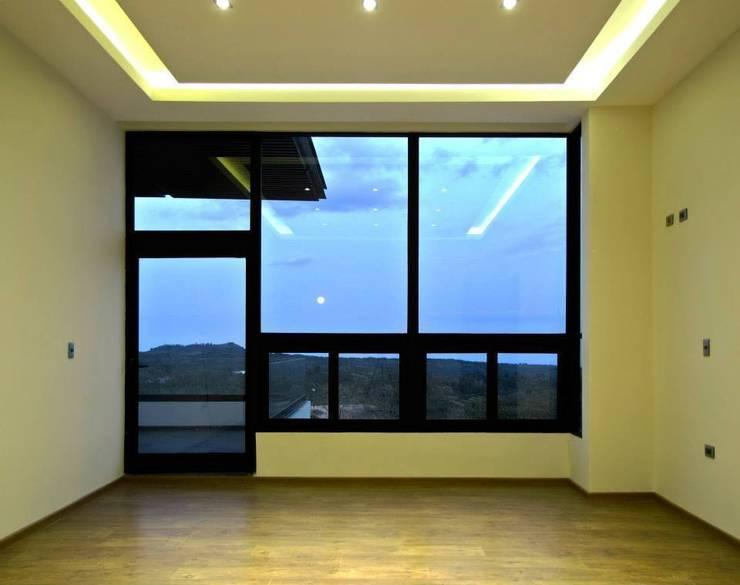 Vista Interior - Habitación con Terraza: Recámaras de estilo moderno por Estudio Meraki