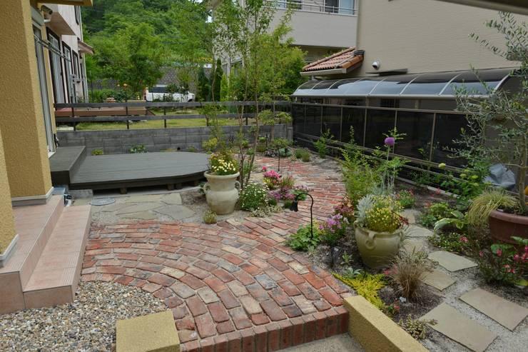 Jardin de style  par T's Garden Square Co.,Ltd., Éclectique