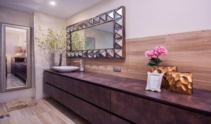 Baños de estilo  por Apersonal
