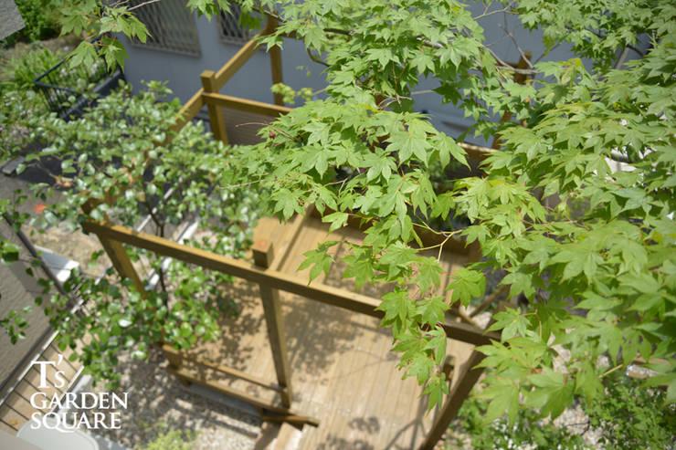 トヨタホーム庭・リガーデン|ウッドデッキが主役な庭: T's Garden Square Co.,Ltd.が手掛けた庭です。