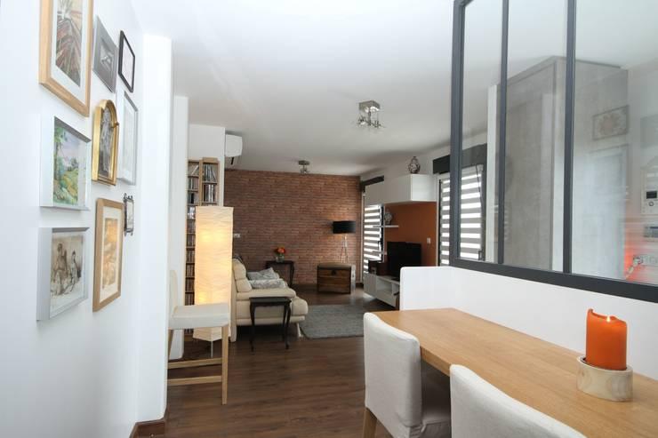 Décoration esprit loft: Salon de style  par Agence C+design - Claire Bausmayer