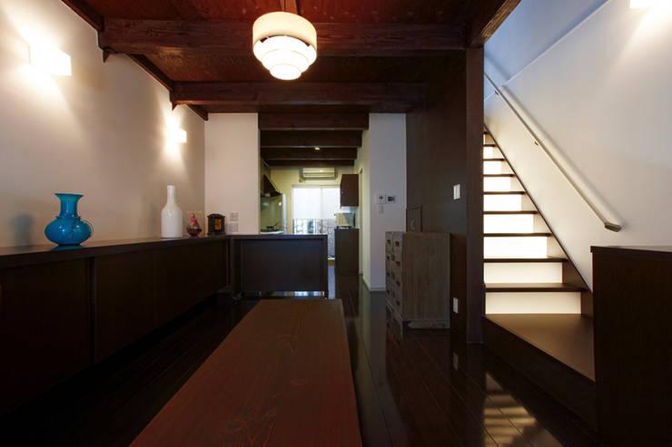 長屋改築―天神橋筋6丁目の家: SADOが手掛けたです。