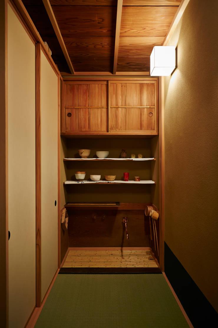 水屋: 株式会社吉川の鯰が手掛けたキッチンです。