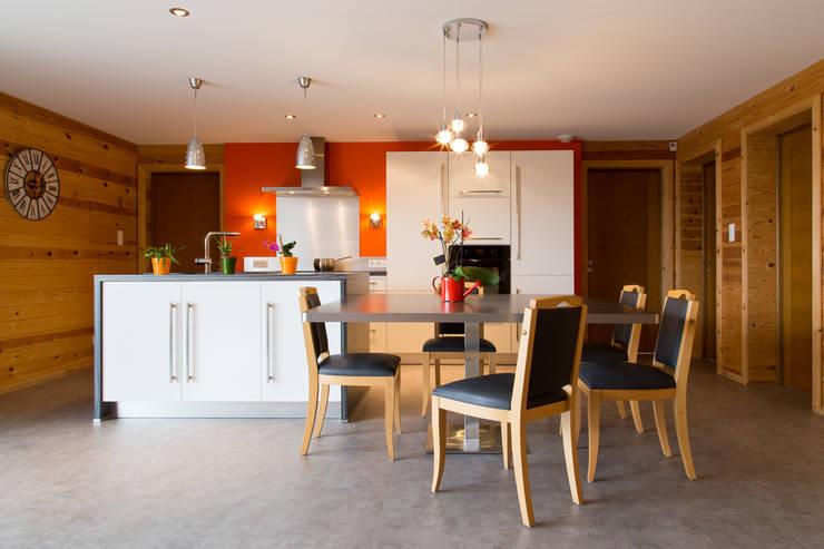 Cuisine/salle à manger: Cuisine de style  par Agence C+design - Claire Bausmayer