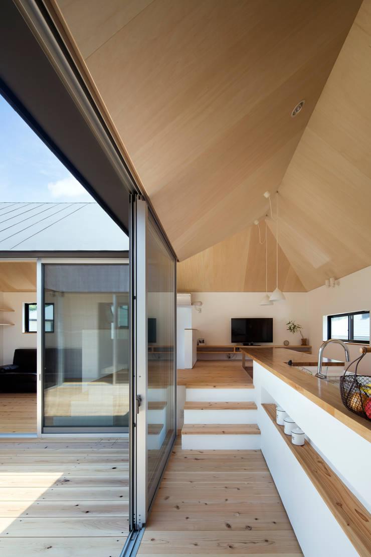 箕面森町の家: 安部秀司建築設計事務所が手掛けたテラス・ベランダです。,