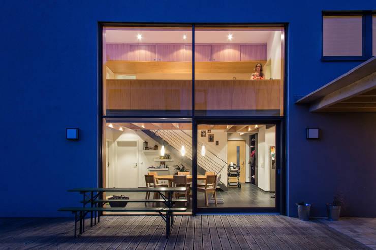 Haus OM in Seelbach: moderne Wohnzimmer von Schuler Architekten