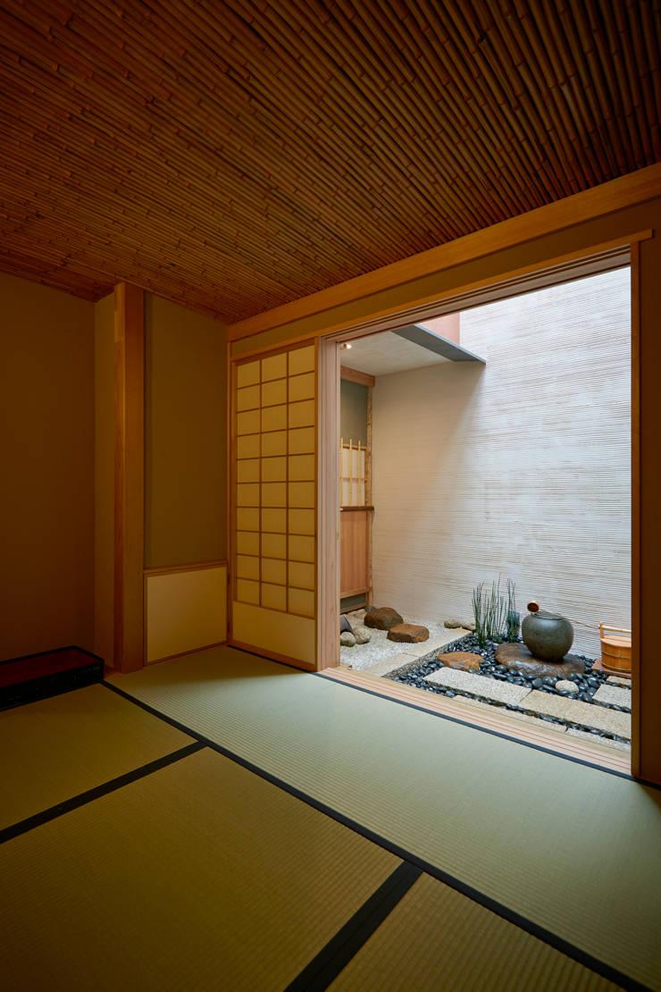 寄席: 株式会社吉川の鯰が手掛けたダイニングです。
