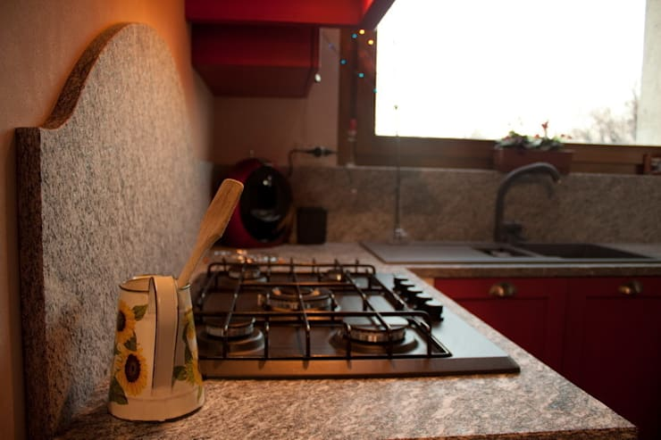 Top e alzatina in marmo: Cucina in stile  di Effegieffe s.n.c.