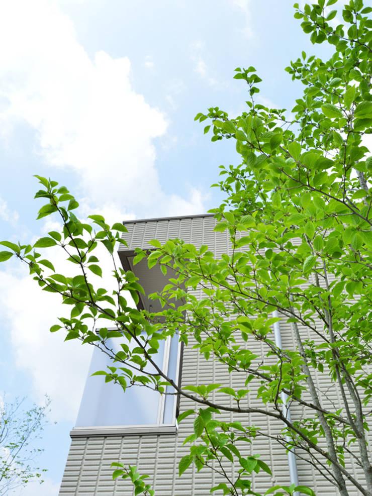 池とせせらぎのある暮らし|へーベルハウス雑木の庭の作り方: T's Garden Square Co.,Ltd.が手掛けた庭です。