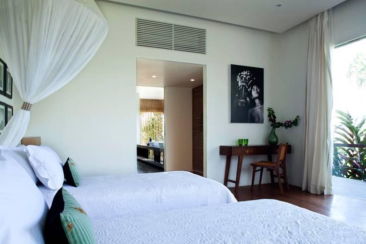 Dormitorios de estilo topical por homify