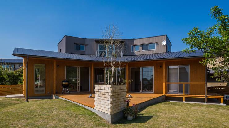 緑苑の家: 梶浦博昭環境建築設計事務所が手掛けた家です。