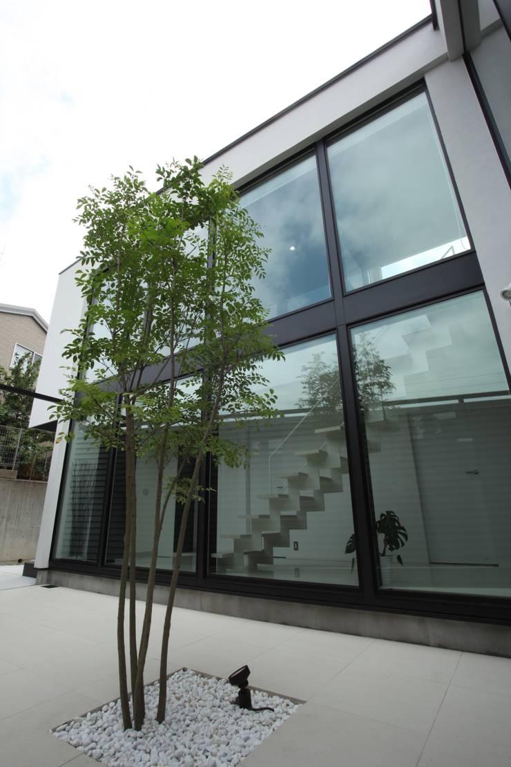 プライバシーに配慮した庭: TERAJIMA ARCHITECTSが手掛けた庭です。