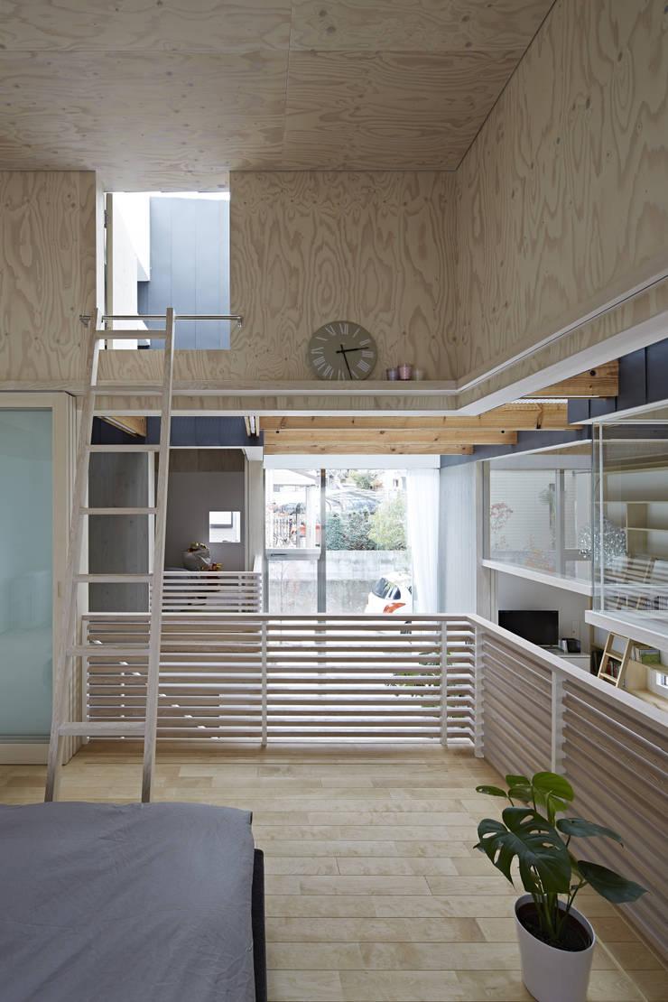 生駒の家: 安部秀司建築設計事務所が手掛けた寝室です。