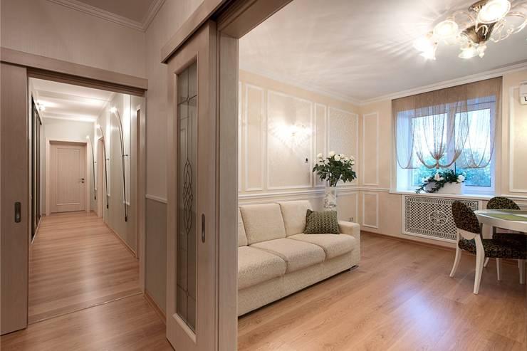 Вид на гостиную из холла.:  в . Автор – Студия дизайна Ирины Комиссаровой