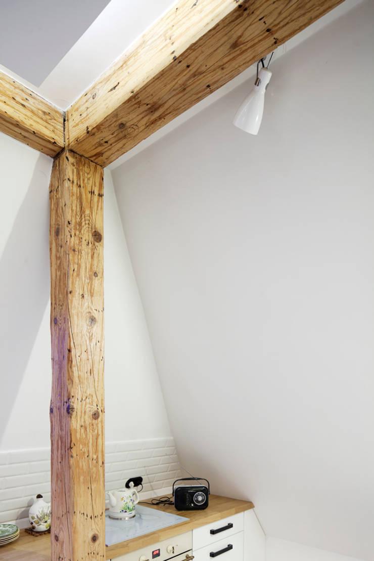 Przebudowa mieszkania i poddasza w Gliwicach: styl , w kategorii  zaprojektowany przez INOSTUDIO