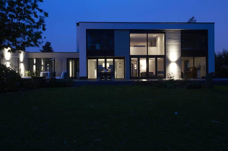 Verbouwde jaren zestig villa aan de westeinderplassen von enzo