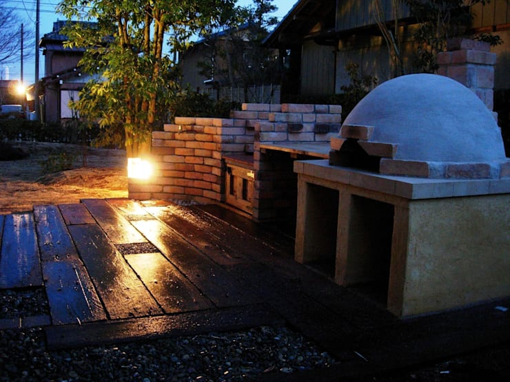 ガーデンキッチンへの照明: 木村博明 株式会社木村グリーンガーデナーが手掛けた庭です。