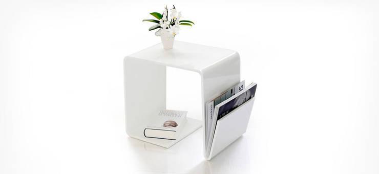 TRI USE weiß:  Wohnzimmer von produktsalon // Susanne Uerlings Produktdesign