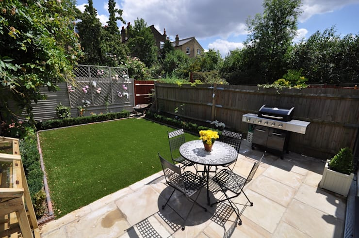 Streatham: modern Garden by The Lady Builder