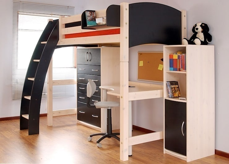 Stanza dei bambini in stile  di Capital Bedrooms and Kitchens